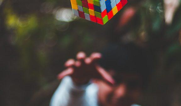 Kostka Rubika- sposobem na niepogodę