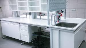 Co oferuje klientom producent mebli laboratoryjnych